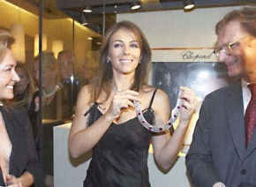 Elizabeth Hurley opens exhibition at the house of Wagner